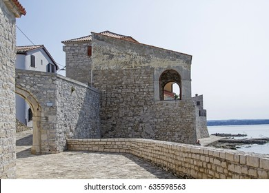 The small idyllic fishing village Novigrad on the Istrian west coast is located on a peninsula