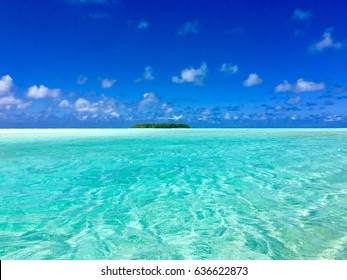Small isle called Motu Reiono within the beautiful lagoon of Marlon Brando's atoll Tetiaroa, Tahiti, French Polynesia