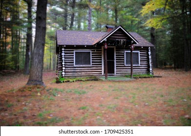 Small Cabin Images Stock Photos Vectors Shutterstock