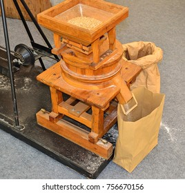 Small mill for making flour