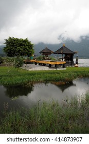 Small pavilion next to the lake
