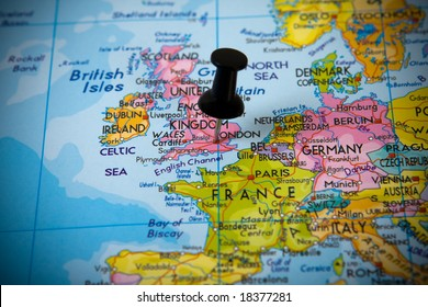Small pin pointing on London (UK) in a map of Europe