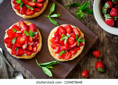 Small puf pastry pies with organic strawberries