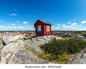 small red hut in Vrango
