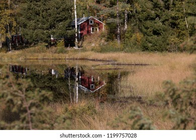 small red swedenhaus at the lake