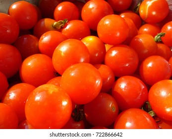 Small tomatoes. Farmer's Vegetables. Cherry tomatoes.