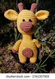 Tiny giraffe crochet pattern | Amiguroom Toys | 280x195