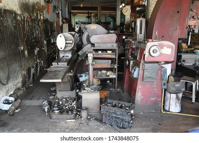 Small turnery shop with old maschines