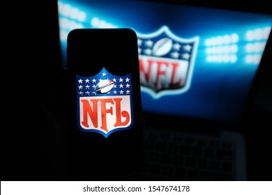 Smart phone with the NFL logo. The National Football League, in Spanish known as the National Football League, is the largest American football league. U.S. New York, Friday, November 1, 2019