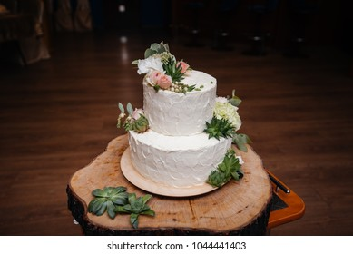 Three Tiered Wedding Cake Stock Images, Royalty-Free Images ...