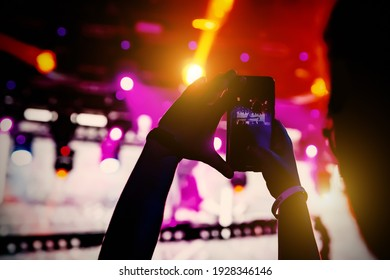 The smartphone in hands, shooting the concert stage
