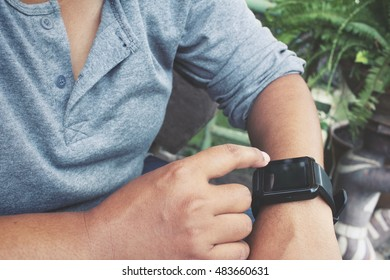 Smartwatch with hand