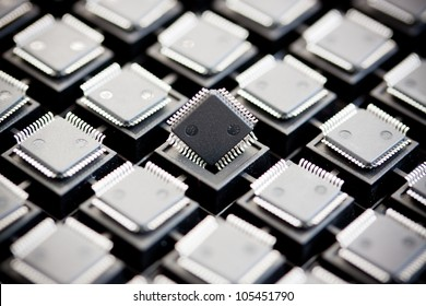 SMD integrated circuits on tray - macro small DOF