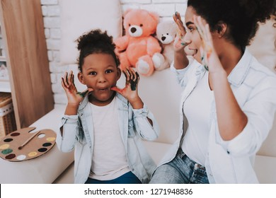 Smile and Happy Time with Mother and Daughter. Hobbies for Mother and Daughter. Offspring with Mother. Painter and Happy. Bear with Little Girld And Beautiful Mother. Relaxation.