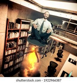 Ein lächelnder Geschäftsmann im Büro fliegt mit einem Raketenstuhl.promotion Konzept.