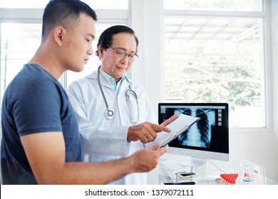 Smiling senior pulmonologist discussing tests results with patient