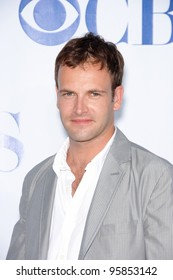 Smith star JONNY LEE MILLER at the CBS Summer Press Tour Stars Party at the Rose Bowl in Pasadena, CA.  July 15, 2006  Pasadena, CA  2006 Paul Smith / Featureflash