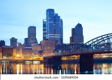 Smithfield Street Bridge over Monongahela River and downtown skyline, Pittsburgh, Pennsylvania, USA