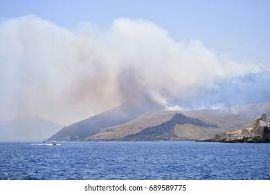 Smoke clouds near Zarbo di Mare resort caused by the fires on Monte Monaco mountain (july 2017). San Vito Lo Capo, Trapani, Sicily, Italy