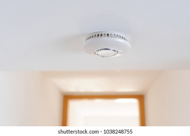 Smoke detector unit sitting on ceiling in private home