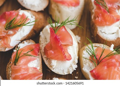 Smoked salmon bite sandwich with dill and cream cheese.