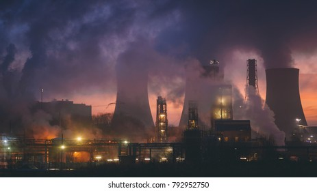 The smokes and lights of Fiddlers Ferry coal power plant in sunrise, Warrington, Cheshire, England
