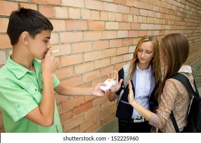 Smoking cessation in the street