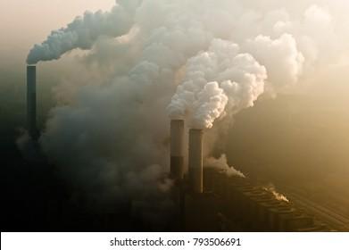 Rauchschornstein eines Kohlekraftwerks