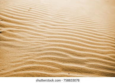 Smooth textures of sand
