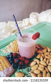Smoothie of berries, almond and cereals