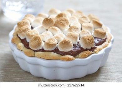 Smore cake with marshmallow, brownie and graham cracker