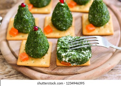 """Snack """"Christmas trees on the cracker"""""""