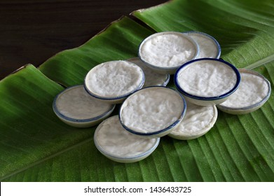 Snack cup ancient Thai dessert, in tile cup on banana leaf Do the old style / Still Life image Selective focus, space for text