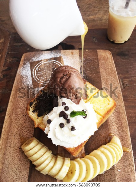 snack dessert iced cream have fruit banana and bread delicious