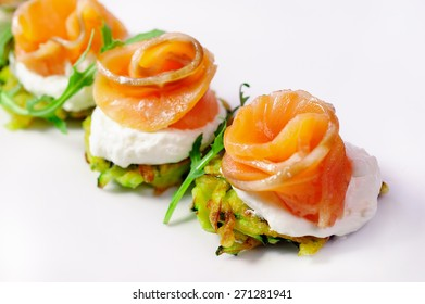 snack from a salmon with grilled vegetables and sauce