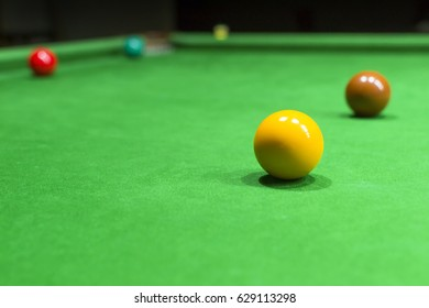 Snooker table and snooker ball