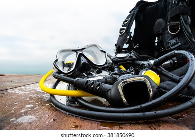 snorkeling equipment for driving on wood platform