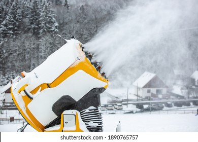 snow-cannon-machine-gun-snowing-260nw-18