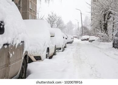 a lot of snow in the car park