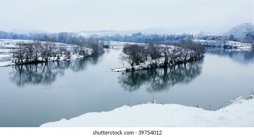 snow cover the river beach when winter come