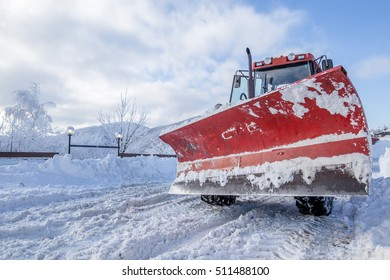 Snow plow for road cleaning