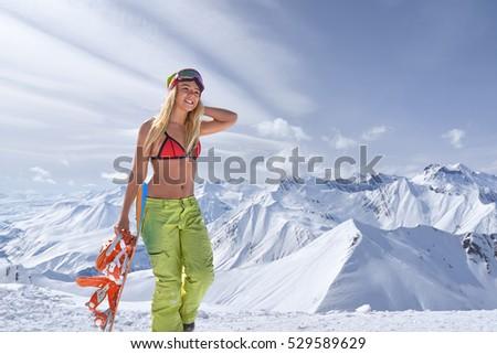 blondes-snowboardermaedchen-im-bikini-sex-beratung-muendlich