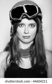 Snowboarder woman wearing a helmet and mask