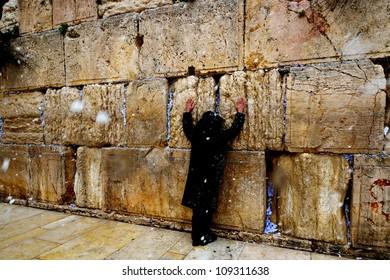 Snowfall near Western Wall, Jerusalem 02.03.2012
