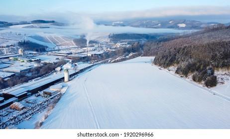 Snowland in einem kleinen Dorf in Deutschland