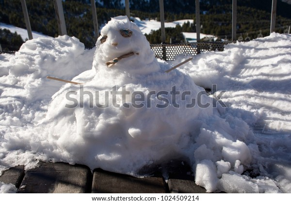 The snowman melted under the sun.Snowman melts under the sun
