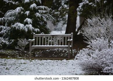 SNOWY WINTER BENCH REST