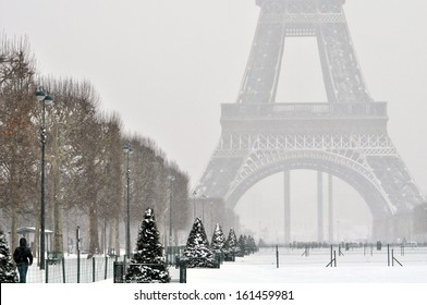 Snowy winter day in Paris