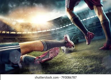 Футболисты на стадионе в движении