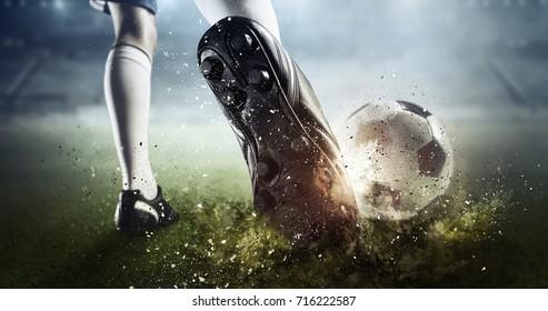 Футбольный момент. Смешанные носители